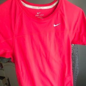 Nike Athletic Top✨